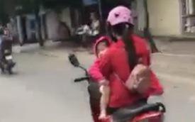 Clip: Nữ tài xế vừa bế con vừa phóng xe máy 60km/h trên Quốc lộ trong khi vẫn thoải mái gác chân