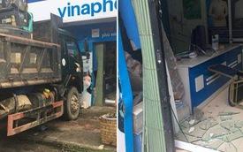 Xe tải không người lái đâm thủng tường trung tâm Vinaphone do tài xế đi ăn sáng không tắt máy