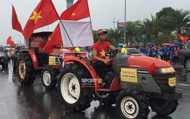 Người hâm mộ huy động cả xe kéo để chào đón Đoàn thể thao Việt Nam về nước