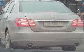 """Mercedes-Benz E300 và Toyota Fortuner """"vô tình"""" đeo trùng biển số"""