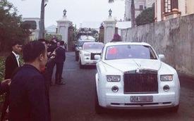 Xôn xao hình ảnh cô dâu vàng đeo trĩu cổ, đám cưới xuất hiện 2 xe siêu sang Rolls-Royce Phantom biển đẹp