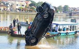 Người đàn ông Hà Nội lao xe Corolla Altis chở 4 người trong gia đình xuống sông khi cãi nhau với vợ