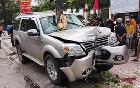 """Ford Everest """"điên"""" lao lên vỉa tông chết bé trai 5 tuổi đứng đón xe buýt"""