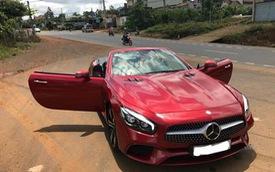 Cần bán gấp, Mercedes SL400 liên tục giảm giá vài trăm triệu trên chợ xe cũ
