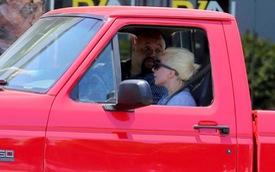 Lady Gaga gây bất ngờ khi chỉ trung thành với bán tải Ford 25 tuổi đời