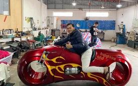 Phúc XO khoe thử và mua siêu mô tô Tron Light Cycle tiền tỷ