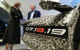 Chevrolet tiếp tục mổ xe C8 Corvette sắp ra mắt qua video mới