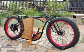 """Đam mê độ xe, ông chủ quán café chế bộ đôi xe đạp điện giá rẻ cực """"ngầu"""""""