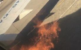 """Cánh máy bay bắt lửa, hành khách hoảng loạn mở cửa thoát hiểm xông ra ngoài, hãng bay công bố """"mọi chuyện đều bình thường"""""""