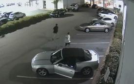 Trộm xe ngang nhiên đi vào đại lý, lục khóa rồi tẩu thoát trước sự ngỡ ngàng của mọi người có mặt