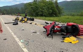 Xe bán tải càn qua đoàn mô tô phân khối lớn gây tai nạn thảm khốc