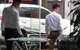 Mắc sai lầm ngớ ngẩn khi lái thử, khách hàng đâm tan hoang showroom ở Hà Nội