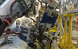 [Clip] Xem robot của VinFast hàn xe ở Hải Phòng