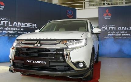 """""""Noi gương"""" Honda CR-V, Mitsubishi Outlander hạ giá còn gần 750 triệu Đồng để xả hàng tồn"""