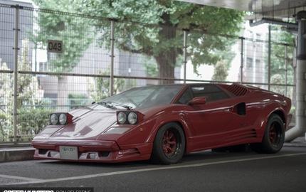 Siêu bò Lamborghini Countach bản đặc biệt mất 1 bánh và bị lãng quên trong bãi gửi xe