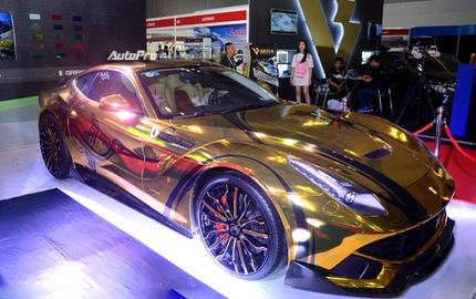 """Ferrari F12 Berlinetta từng của Cường """"Đô-la"""" được hóa thành """"ngựa vàng"""" trưng bày tại VIMS 2017"""