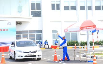 Học lái xe bằng Honda Civic, City, chất lượng chuẩn quốc tế