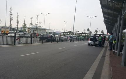 Nữ công nhân vệ sinh bị xe đầu kéo đâm tử vong trong sân bay Nội Bài