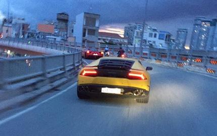 Sau hành trình 1.000 km, siêu xe Lamborghini Huracan biển san bằng tất cả xuất hiện tại Sài thành