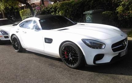 Bộ đôi siêu xe Mercedes-Benz hàng hiếm của đại gia Trung Nguyên cùng nhau đọ dáng