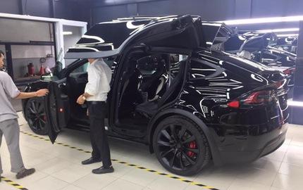 SUV điện Tesla Model X P100D đầu tiên xuất hiện tại Sài thành