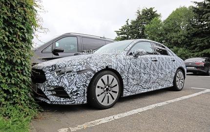 Xe ít đối thủ Mercedes-AMG A35 sedan bắt đầu chạy thử