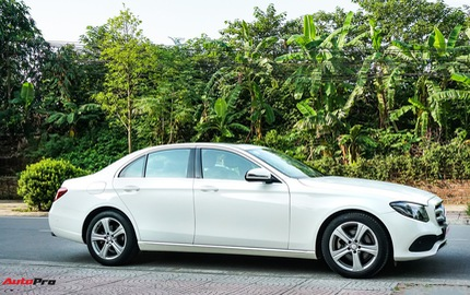 Mercedes-Benz E250 chạy lướt có gì để chênh giá 700 triệu đồng so với phiên bản cũ?