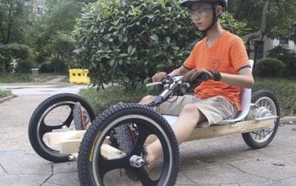 Trong khi các bạn đi học thêm, cậu bé 11 tuổi lên mạng học chế xe điện 3 bánh