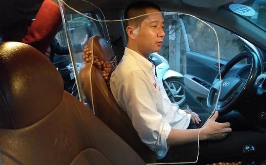 Tài xế Hà Nội và Sài Gòn tự chế 'giáp' trên ô tô nhận nhiều phản hồi khó ngờ