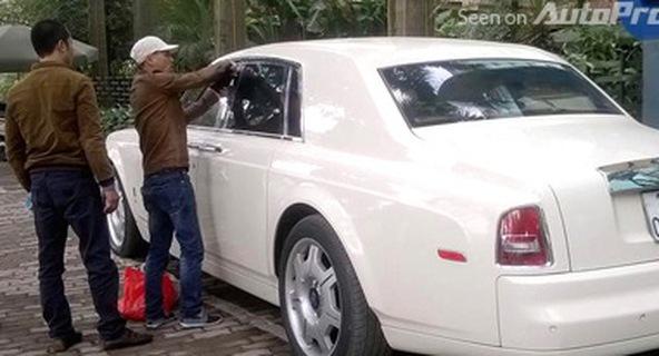 Vì sao phải cạy cửa khi quên chìa khóa trong Rolls-Royce Phantom?