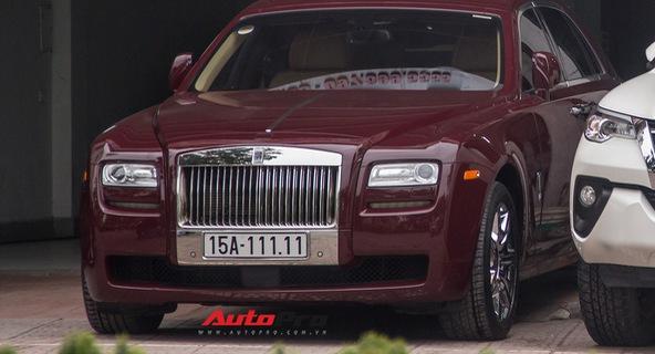 Rolls-Royce Ghost biển ngũ quý 1 Hải Phòng được bày bán tại vỉa hè Hà Nội