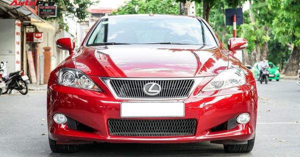 Xe thể thao mui trần Lexus IS250C chào bán hơn 1,3 tỷ đồng sau 7 năm tuổi