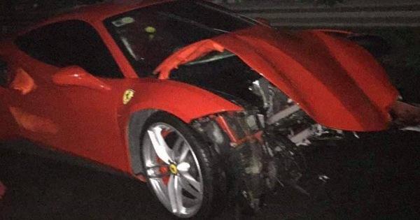 Siêu xe Ferrari 488 GTB được cho là của ca sĩ Tuấn Hưng nát đầu sau tai nạn