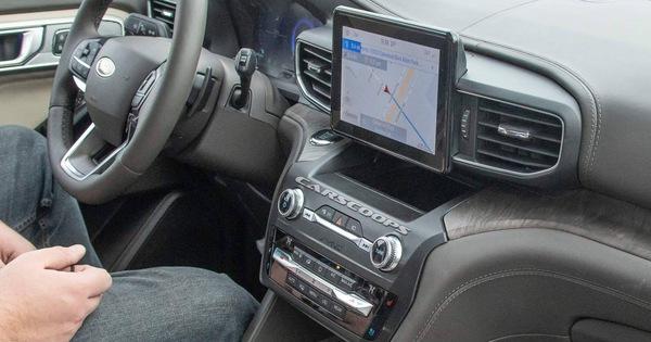 Ford Explorer 2020 lộ nội thất không che chắn: Bỏ cần số, thay bằng núm xoay như Land Rover