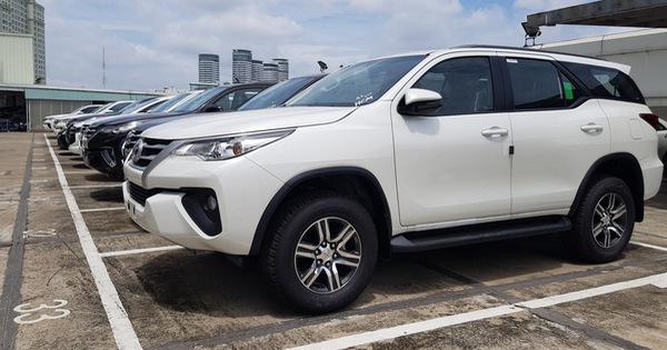 Toyota Fortuner khan nguồn cung đầu tháng 12 – Nỗi lo bị hét giá xe của khách Việt khi Tết tới gần