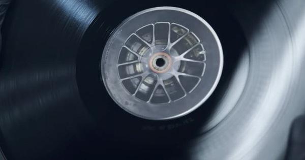 Porsche tạo ra đĩa than từ… lốp xe của 919 Hybrid