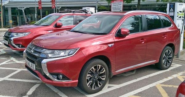 Ô tô điện VinFast và Mitsubishi giá rẻ rộng cửa tại Việt Nam