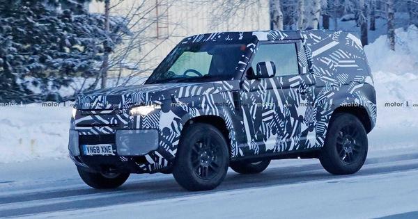 Land Rover Defender bản 2 cửa lộ diện: Anh trai của Suzuki Jimny?