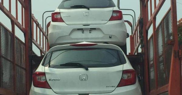 Honda Brio bất ngờ xuất hiện trên trên xe vận chuyển ở Hà Nội, ra mắt trong tháng 6 cùng thời điểm VinFast Fadil bàn giao lô đầu tiên