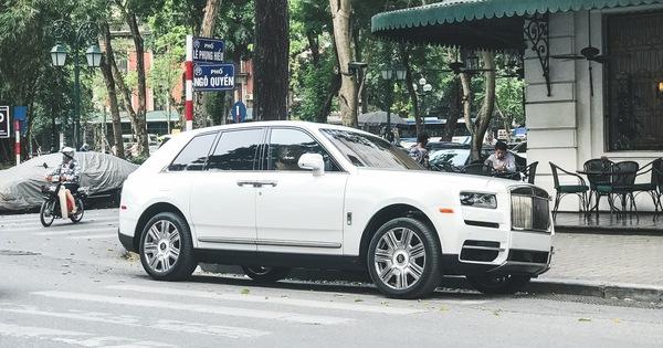 Vừa khui công, Rolls-Royce Cullinan đầu tiên Việt Nam đã cùng chủ nhân dạo phố Hà Nội