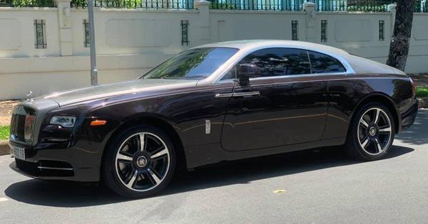 """Dân chơi đồng hồ khét tiếng Hà Nội bán Rolls-Royce Ghost """"độ"""", mua Rolls-Royce Wraith đặc biệt không kém"""
