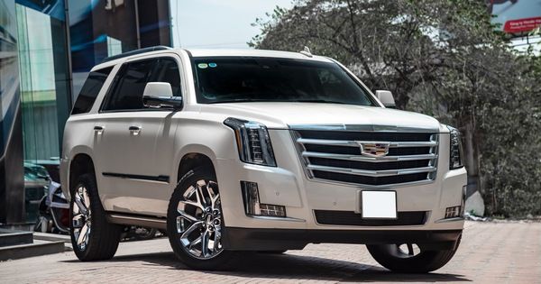 """Cadillac Escalade 2015 giá 4,8 tỷ đồng – """"Khủng long"""" Mỹ giữ chất sau 4 năm tuổi"""