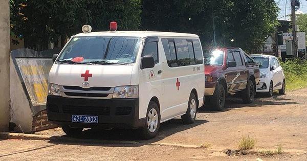Lãnh đạo bệnh viện ở Đắk Lắk đi dự tiệc cưới bằng… xe cấp cứu