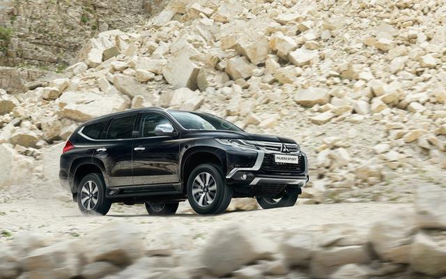 Toyota Fortuner mới vừa ra mắt, Mitsubishi Pajero Sport 2016 được giảm giá tại Việt Nam