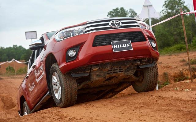Loạt xe ế nhất Việt Nam trong tháng 10/2017: Toyota chiếm gần một nửa