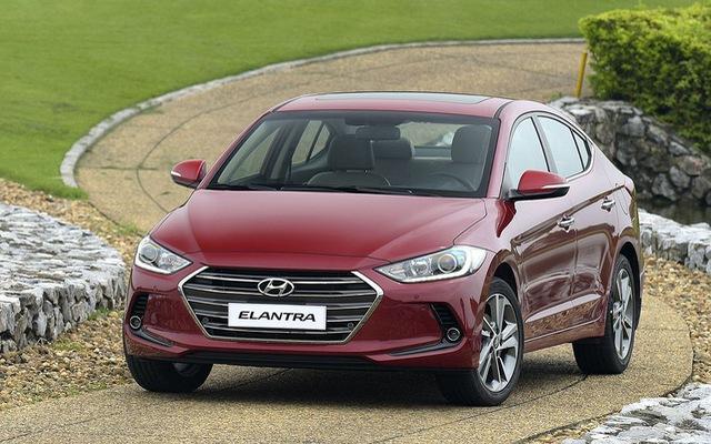 Đấu sedan C rẻ nhất Việt Nam, Hyundai Elantra giảm giá 80 triệu đồng