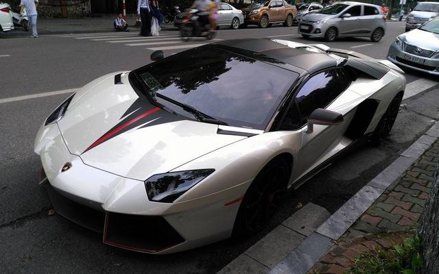 Lamborghini Aventador mui trần của đại gia Hà Nội tái xuất trên phố với bộ áo lạ mắt