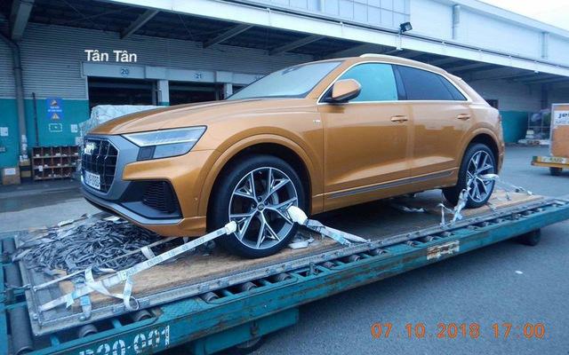 Audi Q8 bất ngờ xuất hiện tại cảng Việt Nam, sẵn sàng cho ngày ra mắt