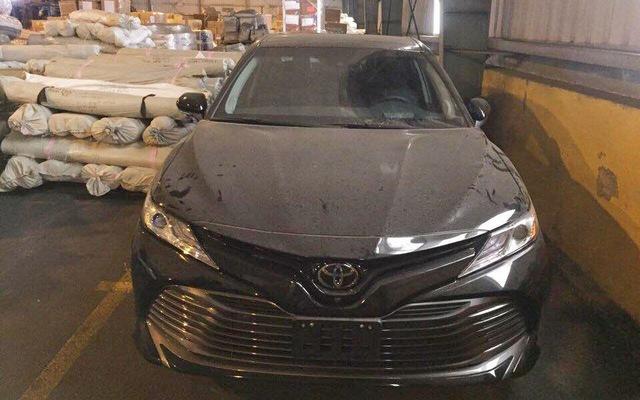 Toyota Camry 2018 vừa về Việt Nam được bán giá cao hơn Mercedes-Benz E200