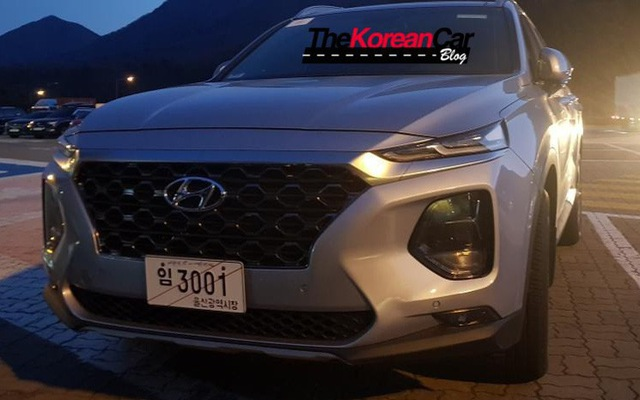 Hyundai Santa Fe 2019 tiếp tục lộ ảnh thực tế